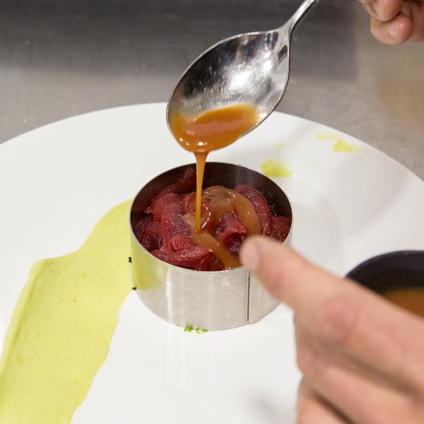 6. Baña el conjunto en salsa de guayaba